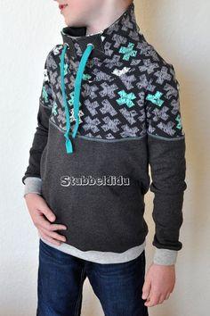 Hoodie genäht von Stubbeldidu #nähenfürkinderisttoll #nähenistmeinyoga #nähenfürkinderfetzt #minimister #sweater #hoodie #stubbeldidu