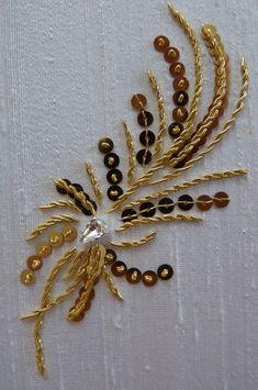 Zardosi Embroidery, Embroidery On Kurtis, Kurti Embroidery Design, Hand Embroidery Dress, Bead Embroidery Patterns, Tambour Embroidery, Couture Embroidery, Gold Embroidery, Embroidery Fashion