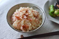 梅ごはん(梅干しの炊き込みご飯)のレシピ/作り方:白ごはん.com