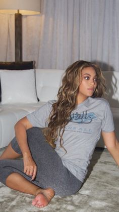 Beyonce at Home Style Inspiration Destiny's Child, Beyonce Knowles Carter, Beyonce And Jay Z, Style Beyonce, Beyonce Hair Color, Beyonce Curly Hair, King B, Mrs Carter, Queen B