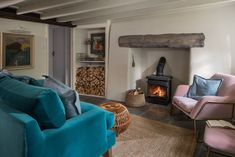 Under the Rose Cottage: A House to Rent in Cornwall - Hooked on Houses I love a good English cottage. This one, a holiday rental in North Cornwall called Under the Rose Cottage, stopped me in my tracks. So charming! Cottage Living Room Small, Cottage Lounge, Coastal Living, Cornwall House, Cornwall Cottages, Cornwall England, Yorkshire England, Yorkshire Dales, Beach Cottage Style