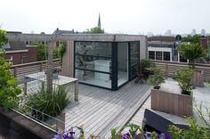 Dakterras van 140m2 met opbouw van 15m2 in Rotterdam Noord. Door eigenaren zelf ontworpen en gemaakt. Verkocht binnen een maand!
