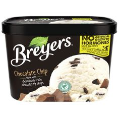 Classic dessert made with fresh cream, sugar and milk and layered with real ingredients. Check out all Breyers® original flavors! Fresh Fruit Desserts, Ice Cream Desserts, Frozen Desserts, Delicious Desserts, Chocolate Chip Ice Cream, Mint Chocolate Chips, Chocolate Desserts, Ice Cream Flavors List, Breyers Ice Cream