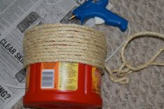 use rope for old coffe cans Adventures of a Middle Sister: A Coffee Container & a Pickle Jar Plastic Coffee Cans, Plastic Coffee Containers, Recycling Containers, Glass Containers, Storage Containers, Plastic Container Crafts, Plastic Jugs, Folgers Coffee Container, Sisal