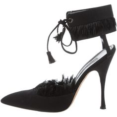 Pre-owned Manolo Blahnik Feather-Trimmed Satin Pumps (7.300 RUB) ❤ liked on Polyvore featuring shoes, pumps, black, manolo blahnik shoes, black pumps, black satin pumps, pre owned shoes and pointed toe shoes