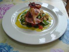 Calamaro   grigliato ,     carciofi, valeriana   salsa   di peperoni gialli     Gino D'Aquino   &&&&&&&