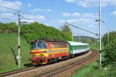 Nádherná laminátka projíždí Kuřimí. Holland, Europe Train, Locomotive, Scenery, Travel, Beautiful, Trains, Europe, Paths
