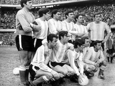 1970 Argentina; Cejas, Pachame, Albrecht, Perfumo, Suñe, Marzolini; Bernao, Rulli, Yazalde, Onega y Mas Bolivia, Argentina Football Team, Argentina National Team, School Football, Champion, Nostalgia, Racing, America, Couple Photos