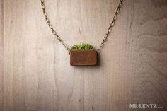 Anillo de madera de las mujeres con la hierba a mano por MrLentz