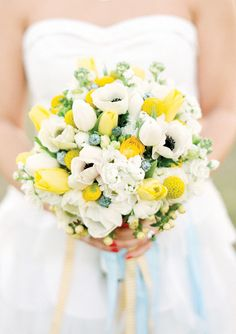 Textured white, yellow, and green bouquet | Photography: Melissa Schollaert | Floral Design: Birch Blooms