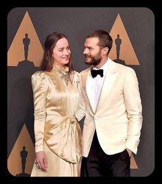 Jamie et Dakota sur le tapis rouge des Oscars à Los Angeles cette nuit (26 février 2017) =========================== #jamie #jamiedornan #teamdornan #dakotajohnson #oscars2017