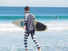 A szörfösök fellélegezhetnek, már létezik cápariasztó szörfruha * Surfers now can brearth easily, the anti-shark wetsuit has been introduced