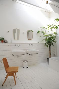 Tour of Barbara Iweins home on Design Sponge. Love the bathroom wall. Wall to hide plumbing creates a shelf ledge Bathroom Inspiration, Interior Inspiration, Humble House, Big Bathtub, Interior Architecture, Interior Design, Bathroom Plants, Kids Bath, Fashion Room