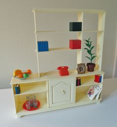 Sindy Wall Unit and Accessories by Pedigree, 1984 - This set from 1984 has a 1960's mid-century look.