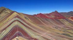 """La montagna Vinicunca fa parte della catena montuosa Willkanuta e si trova sulle Ande peruviane. Il suo nome significa """"montagna dei sette colori""""."""