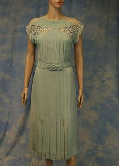 1930s pleated rayon crepe dress