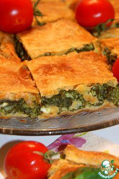 Спанокопита-шпинатный пирог - кулинарный рецепт..Тесто слоеное (2 листа по 350 г) — 700 г Шпинат (у меня свежий, можно использовать замороженный -400 г) — 800 г Лук-порей (только белая часть) — 150 г Лук зеленый — 4 ст. л. Укроп — 4 ст. л. Фета — 250 г Яйцо куриное — 3 шт Сливки (любой жирности) — 100 мл Соль (и молотый черный перец по вкусу (учитывайте соленость сыра фета))