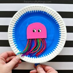 Paper Plate Swimming Jellyfish Craft | I Heart Crafty Things