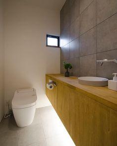トイレ。トイレって落ち着くんですよねー。 うん。わかります。 #グランハウス#設計事務所#岐阜#自由設計 #トイレ#トイレインテリア#トイレ収納#造作 #造作収納#トイレ洗面#トイレ手洗い#フロアタイル #トイレカウンター#小窓#間接照明#カワジュン #kawajun#かわいい水栓#アラウーノ#サティス