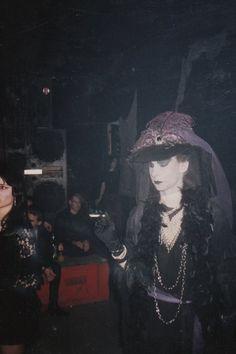 Vintage Goth, Victorian Goth, Esthétique Goth, 80s Goth, Manado, Punk Fashion, Gothic Fashion, Gothic Musik, Goth Victorien