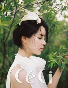 Lim Ji Yeon becomes one with nature in 'CeCi' pictorial Lim Ji Yeon, Korean Dress, Korean Star, Hat Hairstyles, Actor Model, Asian Fashion, Bridal Style, Asian Beauty, Asian Girl