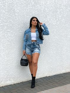 Jaqueta jeans, look jeans #jeans All Jeans, Western Wear, Denim Skirt, Skirts, How To Wear, Outfits, Fashion, Jean Jacket Hoodie, Photo Poses