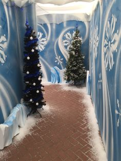 101 Outstanding Christmas Hallway Decoration For Inspiration Christmas Hallway, Office Christmas Decorations, Christmas Themes, Frozen Christmas, Christmas Snowman, Christmas Crafts, Winter Wonderland Decorations, Winter Wonderland Christmas, Christmas Grotto Ideas