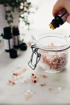 Beauty Inside Out: Pink Sea Salt Natural Gatorade + Detox Bath Soak (Hello Glow) Salt Scrub Recipe, Bath Salts Recipe, Homemade Bath Salts, Homemade Soaps, Bath Recipes, No Salt Recipes, Neutrogena, Detox Bath Soak, Detox Bath For Stress