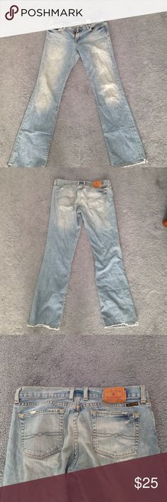 Lucky brand straight cut jeans These jeans are really cute beach jeans . Fit like an 8. In good condition! Lucky Brand Jeans Straight Leg