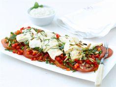 Kotijuusto-tomaatti-sipulisalaatti