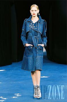 Chanel - Ready-to-Wear - Spring-summer 2008 - http://en.flip-zone.com/fashion/ready-to-wear/fashion-houses-42/chanel,432