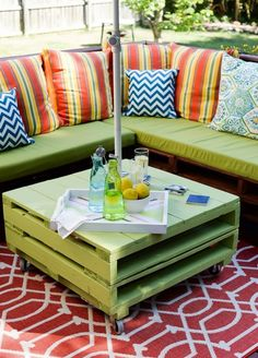 Use pallets to create this outdoor coffee table.