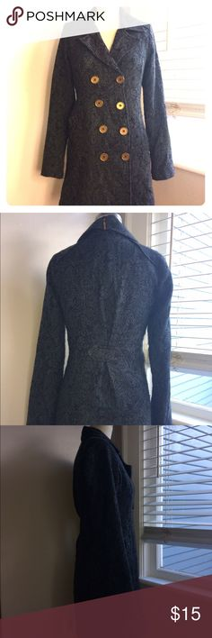 """Billabong Designers Closet Ladies long Jacket S Juniors/Ladies Small Billabong long style jacket in a Paisley gray. Features double breasted closure, buttons, and shoulder details.  Length of sleeves is 25"""". Length from base of neck to hem is 31"""". Preowned but in great condition. This coat is cozy with a relaxed fit. Back tab adds waist shaping/waist definition Billabong Jackets & Coats Trench Coats"""