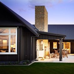 Do you like farmhouse style but still look modern? Here our team will give some tips, trick and ideas for modern farmhouse exterior that you can choose. One of them must suit your style and taste. Hopefully inspire you. Modern Farmhouse Exterior, Farmhouse Style, Farmhouse Design, Exterior Colors, Exterior Design, Black House Exterior, Paint Your House, Black Barn, Black White