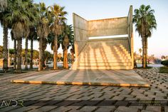 Plaza de las palmeras en el paseo marítimo de Castelldefels.