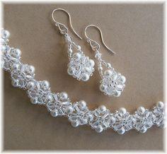 Ojeada en el mundo de gran estilo con nuestro nuevo cristal coronas tejidas pulsera y pendiente conjunto con perlas de Swarovski blanco y claro