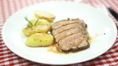 """This is """"Minutková kachní prsa"""" by Toprecepty on Vimeo, the home for high quality videos and the people who love them. Steak, Food And Drink, This Or That Questions, Steaks"""