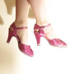 Vintage Pink Satin Shoes / Peep Toe Maryjanes in Fuschia / 7 by BasyaBerkman on Etsy 1940s Fashion, Vintage Fashion, Satin Shoes, Party Shoes, Pink Satin, Peeps, Kitten Heels, Peep Toe, Dior