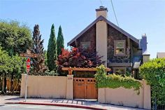 Renowned Berkeley architect W. Jones own home! Stunning period details throughout. Large lovely bedrooms, full legal in~law unit down, charming chefs… Craftsman Exterior, Craftsman Style Homes, Craftsman Bungalows, Big Beautiful Houses, Beautiful Homes, Grand Homes, Old House Dreams, California Homes, Glass Door