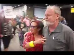 População revoltada hostiliza o líder do MST em aeroporto em Fortaleza