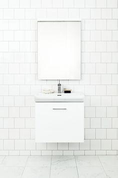 Here you will find a lot of inspiration for your new bathroom. Browse through the pictures to find the bathroom design which matches your personal style! Modern Boho Bathroom, Minimal Bathroom, Scandinavian Bathroom, Bathroom Inspo, Bathroom Inspiration, Bathroom Interior, Small Bathroom, Master Bathroom, Home Deco