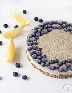Earl Grey Lemon Cheesecake – Vegan, Gluten-free + Raw Earl Grey Lemon Cheesecake – Vegan, gluten-free and raw. Only 10 ingredients needed! Vegan Cheesecake, Cheesecake Recipes, Köstliche Desserts, Dessert Recipes, Roh Vegan, Vegan Raw, Panna Cotta, Savoury Cake, Clean Eating Snacks