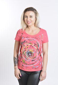 Tricoul Abstract este pictat manual cu vopsea speciala pentru textile. Material: 95% bumbac, 5 % elastan.