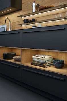 16 Unique And Clever Kitchen Storage Solutions - architecturian Kitchen Furniture, Kitchen Interior, New Kitchen, Kitchen Decor, Kitchen Ideas, Clever Kitchen Storage, Kitchen Storage Solutions, Black Kitchens, Home Kitchens
