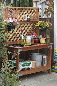 Pflanztisch mit hölzernem Gitter und große Ablagefläche