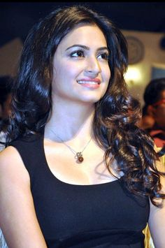 Kriti Kharbanda At Ongole Gitta Audio Launch Bollywood Actress Hot Photos, Beautiful Bollywood Actress, Most Beautiful Indian Actress, Beautiful Actresses, Beauty Full Girl, Beauty Women, Bollywood Hairstyles, Estilo Kylie Jenner, Kriti Kharbanda