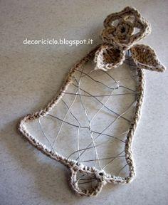 decoriciclo: campanella di fil di ferro bordata e decorata con lo spago, all'uncinetto