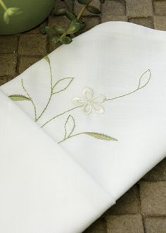 These classic meadow napkins created of fine linen are the perfect addition to any gathering! #nature #floral