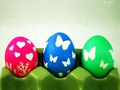 Make Your Own Sticker Eggs. Fun #Easter craft for kids. http://www.ivillage.com/creative-easter-egg-designs/6-b-438623#438612