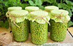 Mazăre în saramură la borcan, pentru iarnă Canning Pickles, Mason Jars, Food, Sauces, Canning, Syrup, Salads, Dips, Canning Jars